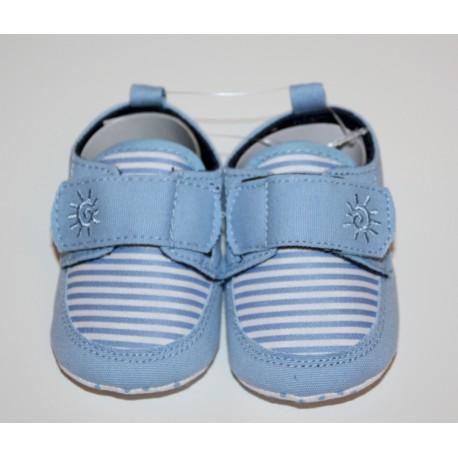 Adorables petites chaussures bleu clair