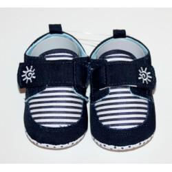 Adorables petites chaussures bleu-foncé