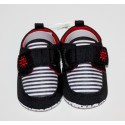 Adorables petites chaussures noires et rouges